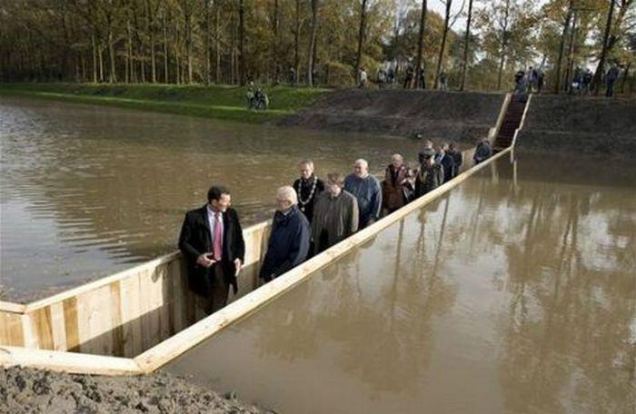A surpreendente ponte Moisés que divide as águas 08