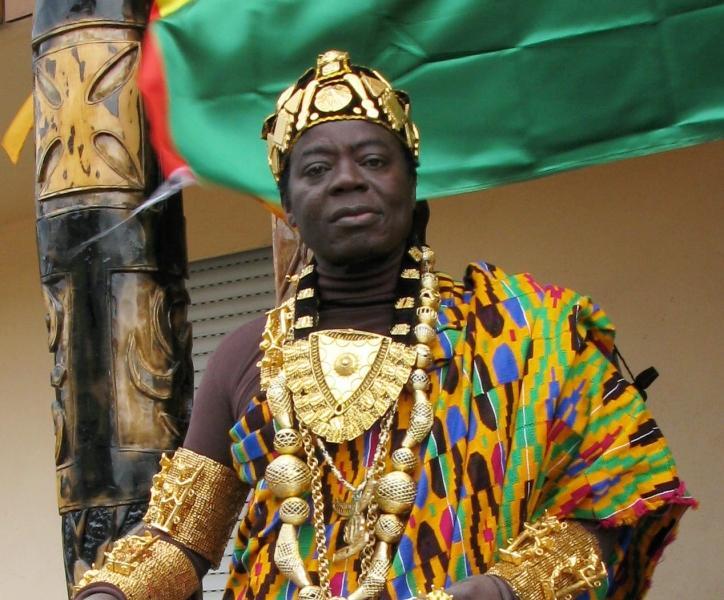 Rei africano vivendo na Alemanha governa seu povo através do Skype