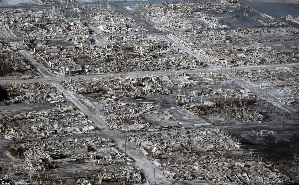 Uma cidade fantasma emerge das águas de uma enchente que aconteceu há 30 anos, na Argentina