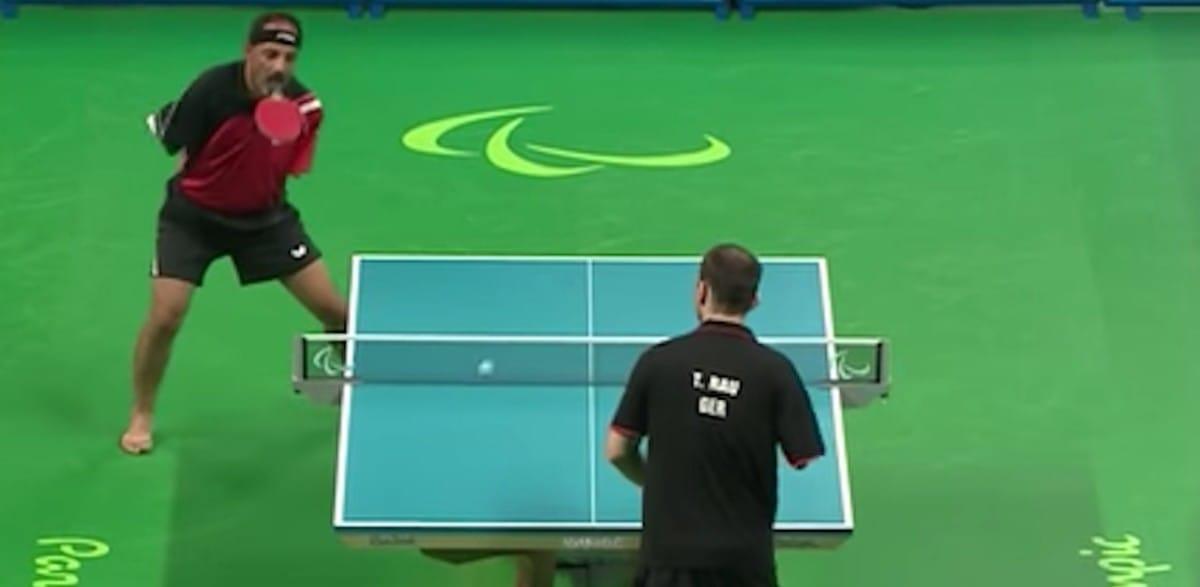 Este egípcio abráquio joga ping-pong melhor do que você