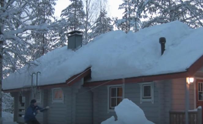 Como remover montanhas de neve de seu telhado usando nada mais que um cordão