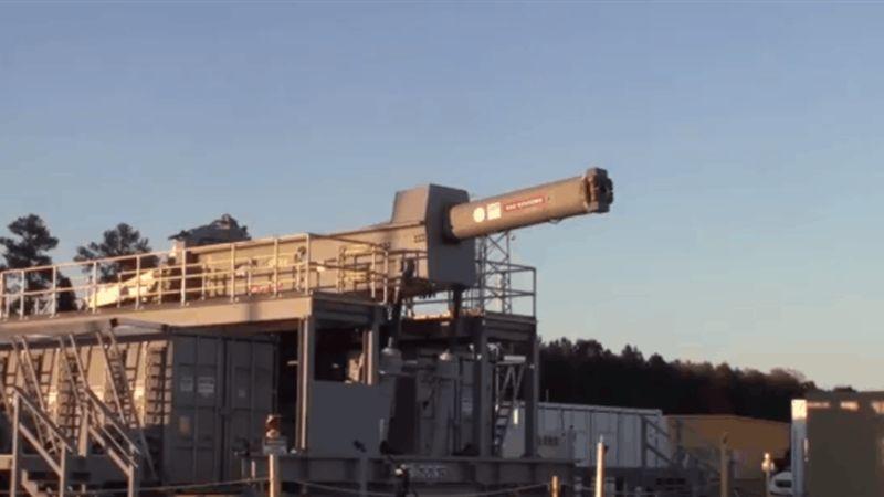 Veja os testes de disparos do novo e potente canhão eletromagnético da Marinha dos Estados Unidos