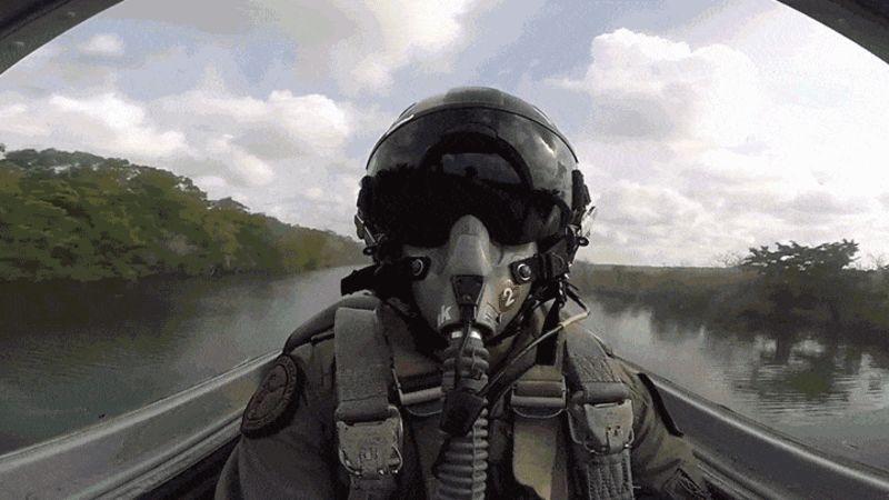 Se você voasse junto a este piloto não iria querer largar nunca do PQP