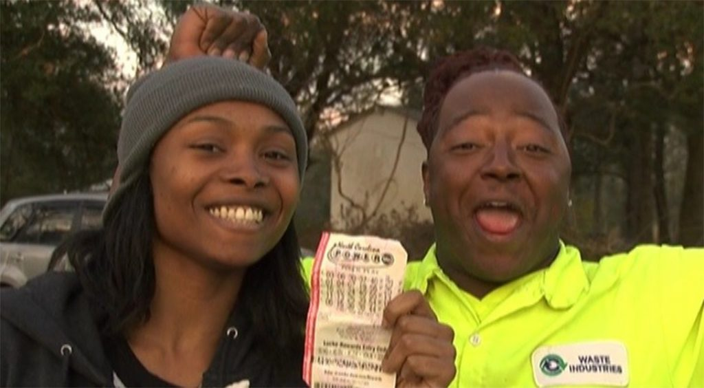 Fiel ganha 188 milhões de dólares na loteria e está sendo processada em 10 milhões pelo Pastor por não doar à igreja