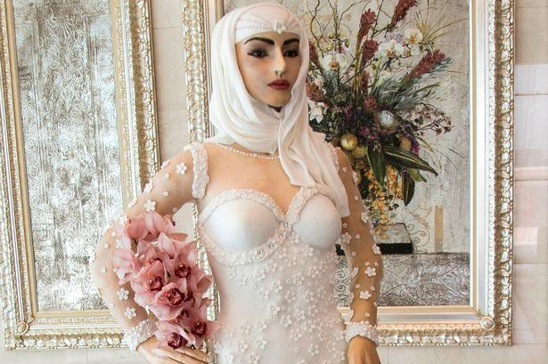 Esta noiva na verdade é um manequim comestível