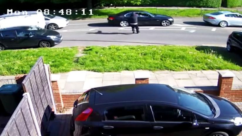 Mulher ao volante escapa milagrosamente ilesa de uma tentativa de assassinato