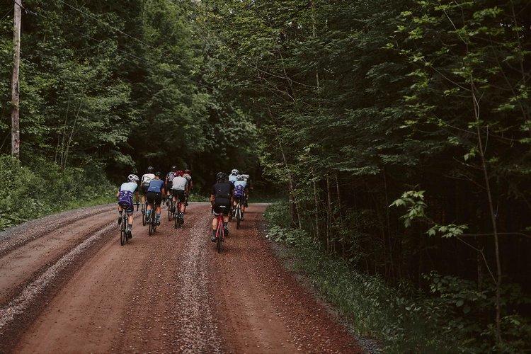 Canadense pedala 650 km para participar de um corrida de 100 km, ganha e volta para casa pedalando