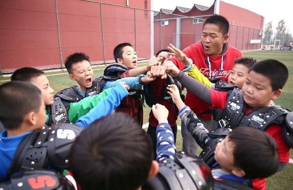 Acampamento chinês transforma crianças em «machos alfa» para combater a ascensão da cultura K-Pop