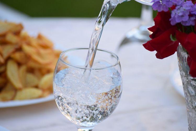 Mulher, que não bebe água há um ano, afirma que isso a tornou mais saudável