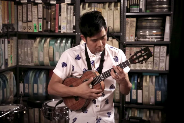 Um lindo cover do clássico de Pink Floyd 'Wish You Was Here' no Ukulele