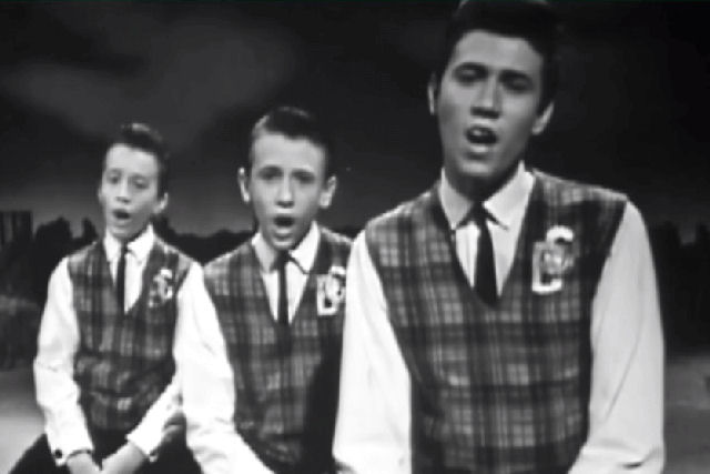 Vale a pena ver de novo: Bee Gees cantando 'Blowin in The Wind' de Bob Dylan, em 1963