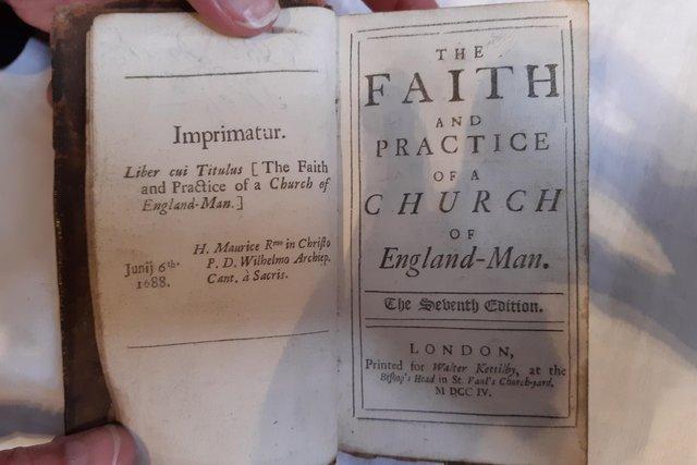 Livro é devolvido 300 anos depois ter sido emprestado de uma biblioteca