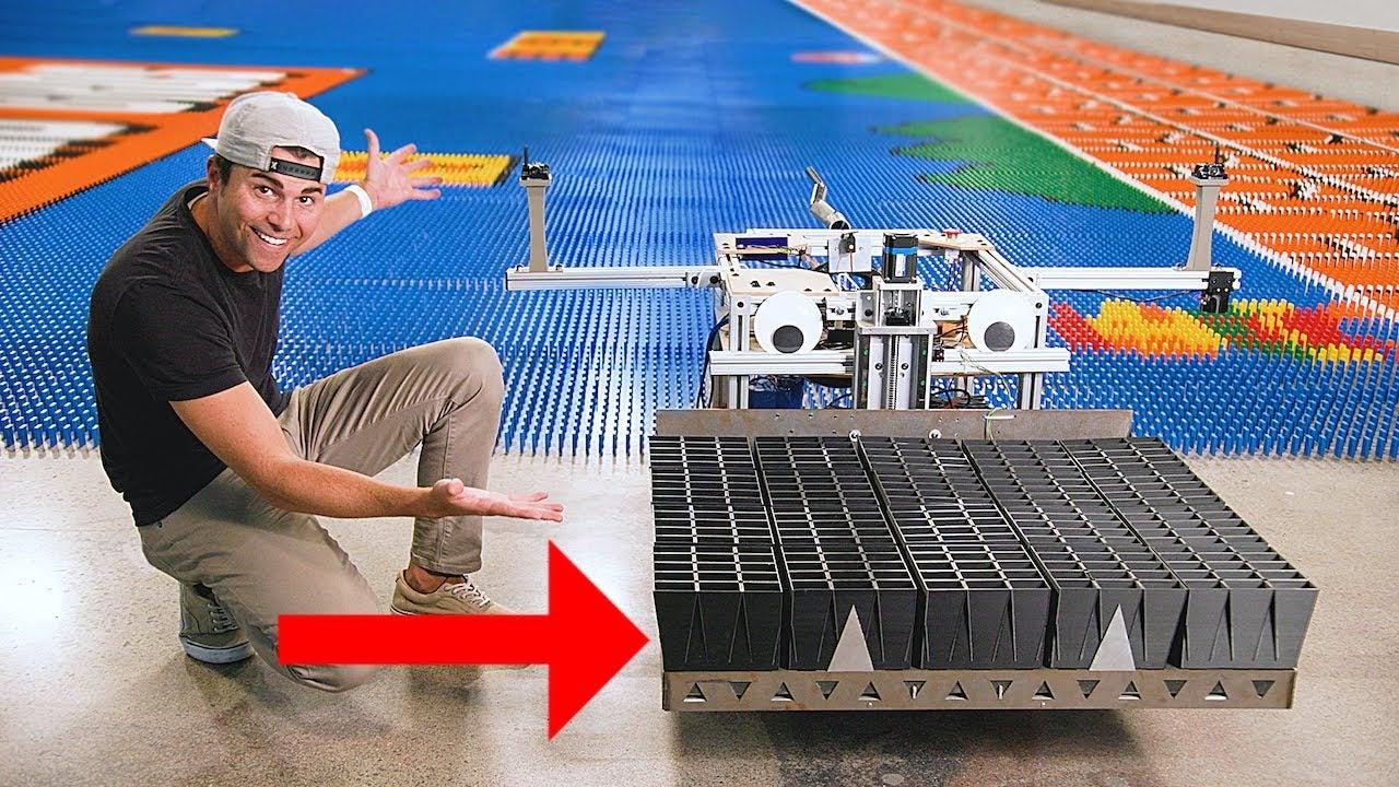 Ex-engenheiro da NASA construiu um robô que bateu o recorde de peças de dominó