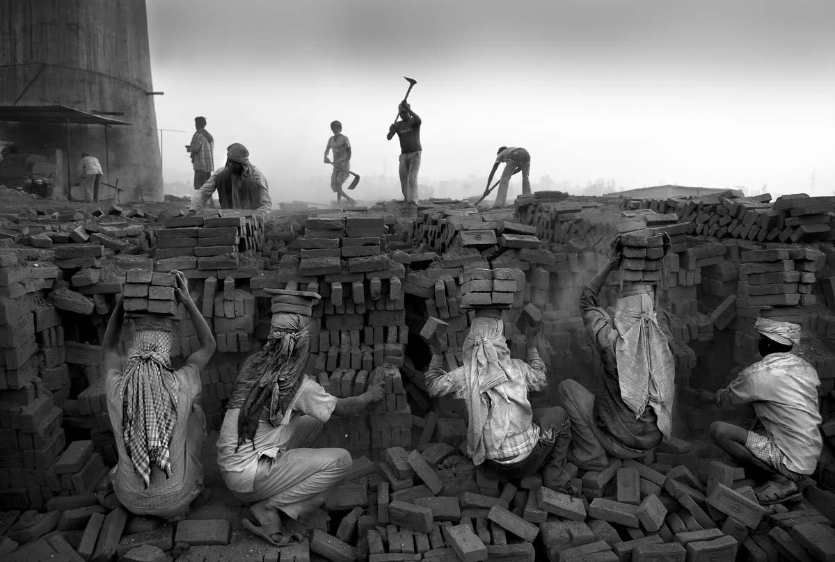 Estas fotos de partir o coração mostram como a escravidão não é uma coisa do passado 03