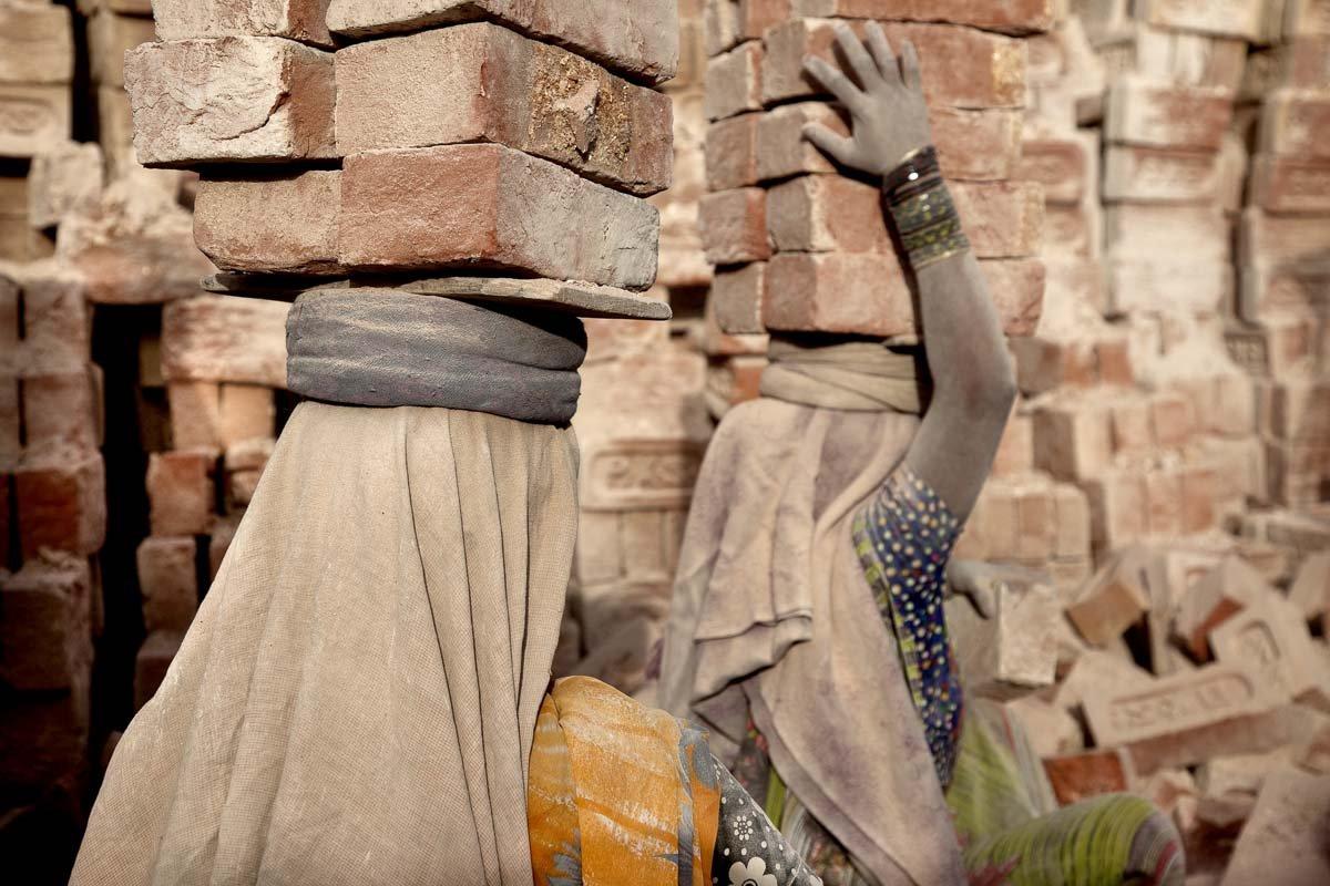Estas fotos de partir o coração mostram como a escravidão não é uma coisa do passado 06