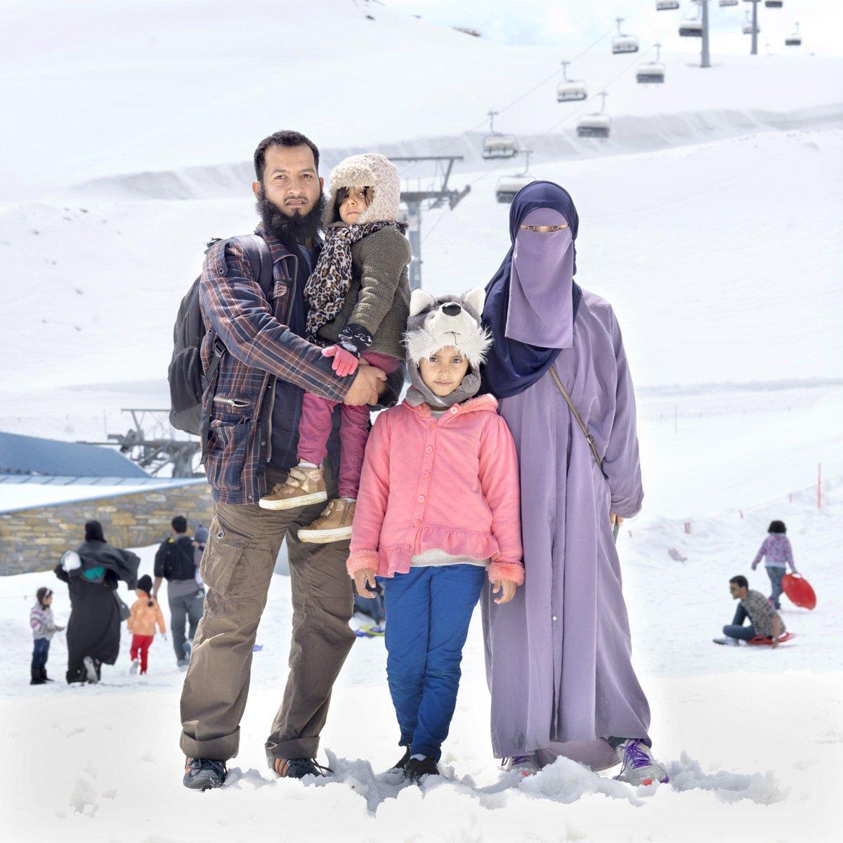 Turistas do Oriente Médio invadem cidade idílica alpina para escapar do calor do verão escaldante 01