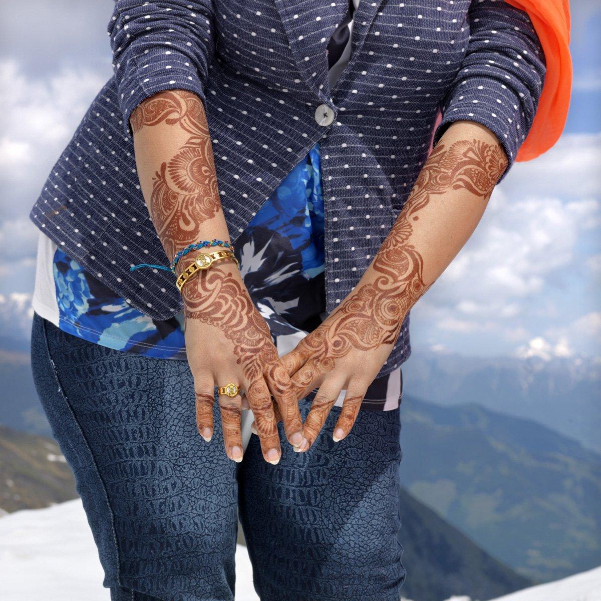 Turistas do Oriente Médio invadem cidade idílica alpina para escapar do calor do verão escaldante 03