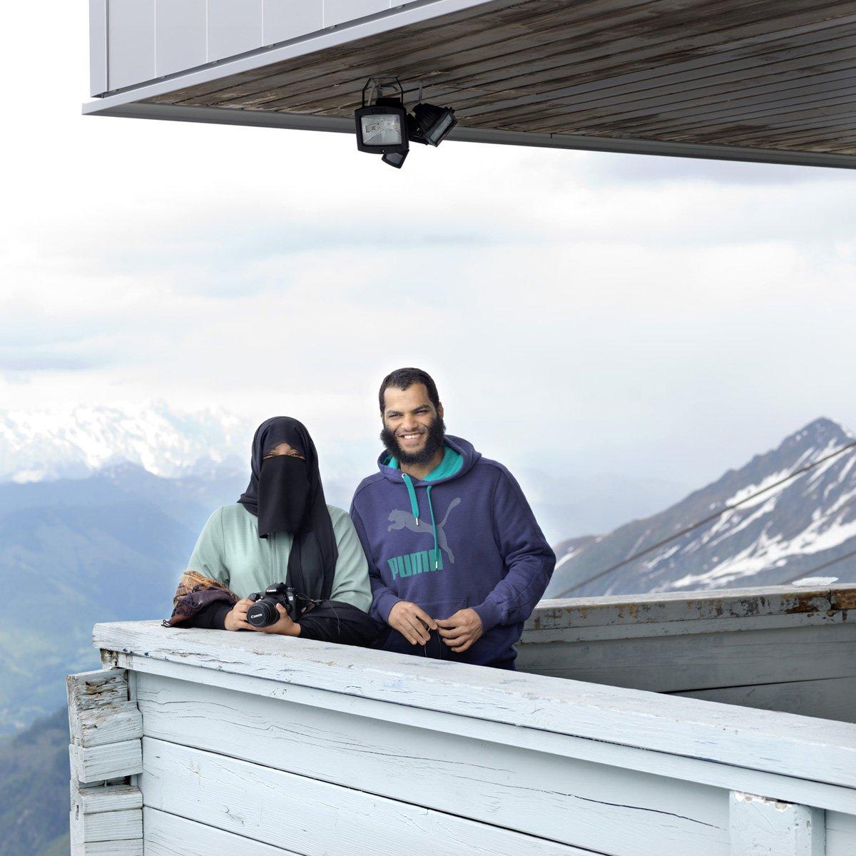 Turistas do Oriente Médio invadem cidade idílica alpina para escapar do calor do verão escaldante 04