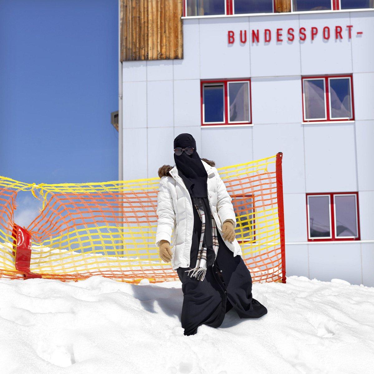 Turistas do Oriente Médio invadem cidade idílica alpina para escapar do calor do verão escaldante 06