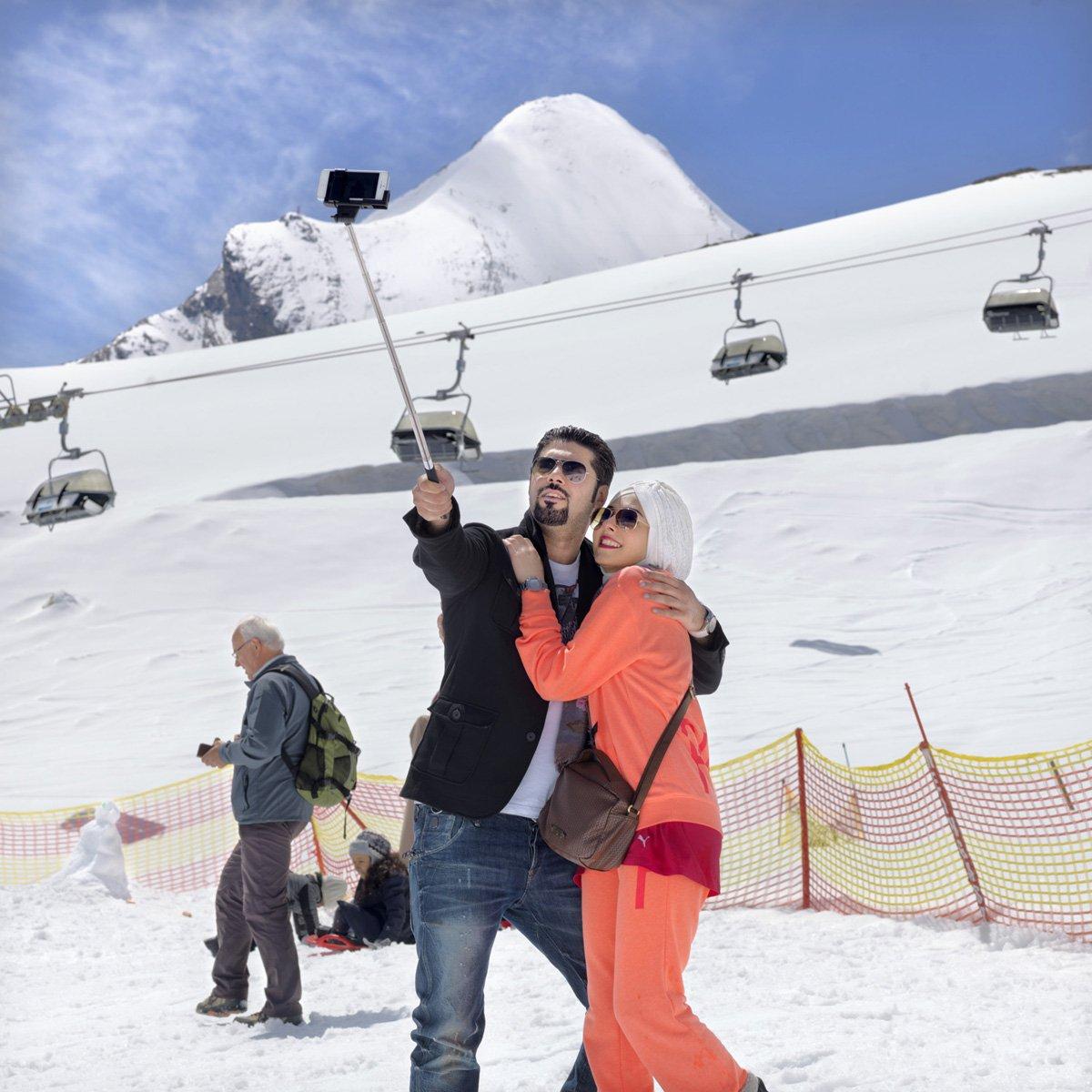 Turistas do Oriente Médio invadem cidade idílica alpina para escapar do calor do verão escaldante 07