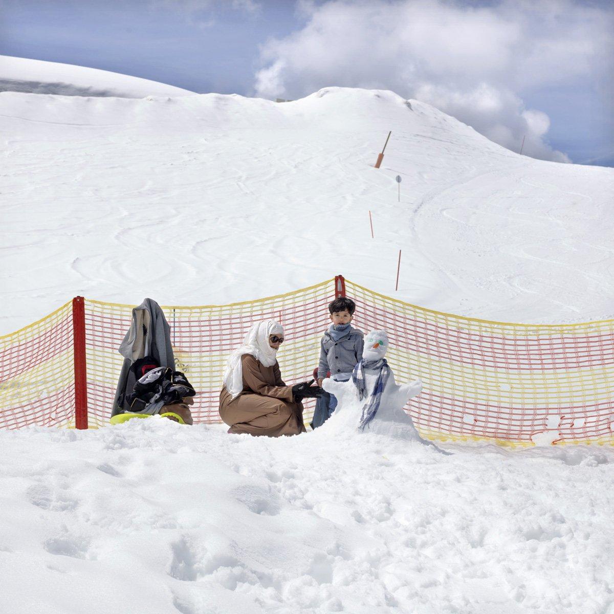 Turistas do Oriente Médio invadem cidade idílica alpina para escapar do calor do verão escaldante 16