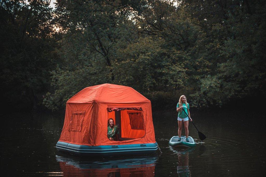 Barraca flutuante faz do mundo o seu leito de água para dormir sob as estrelas 01