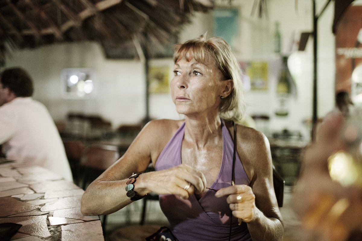 Europeias idosas ricas estão contratando amantes no Quênia 03