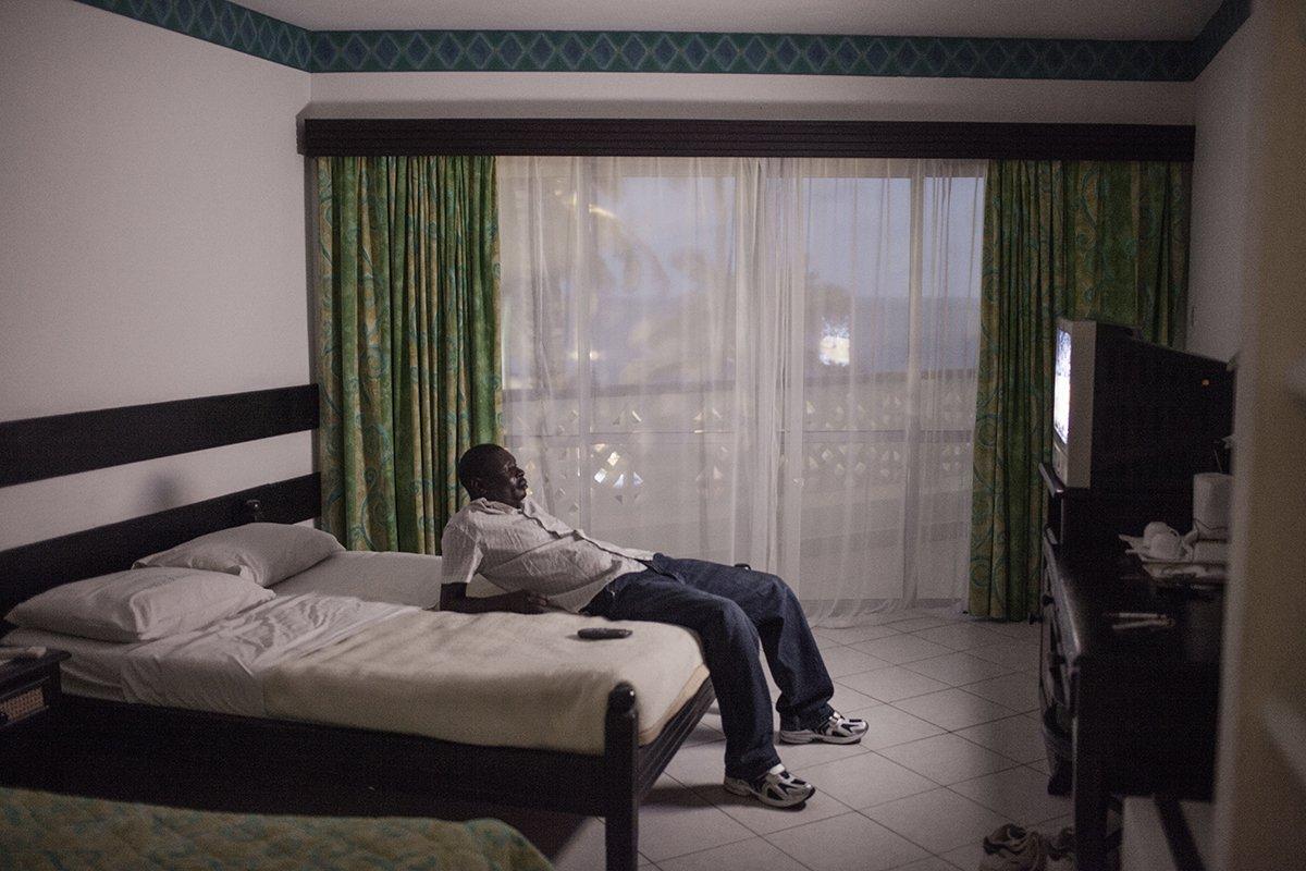 Europeias idosas ricas estão contratando amantes no Quênia 06