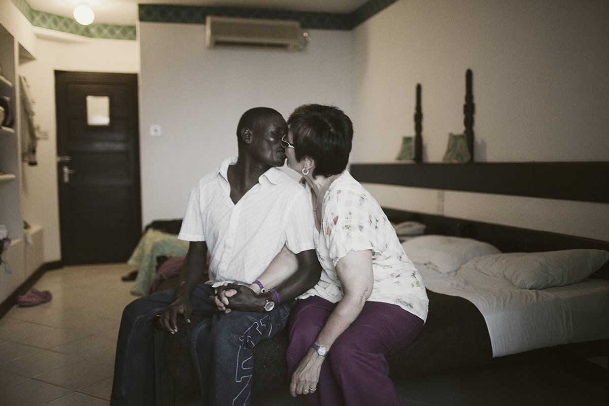 Mulheres idosas abastadas estão contratando amantes no Quênia