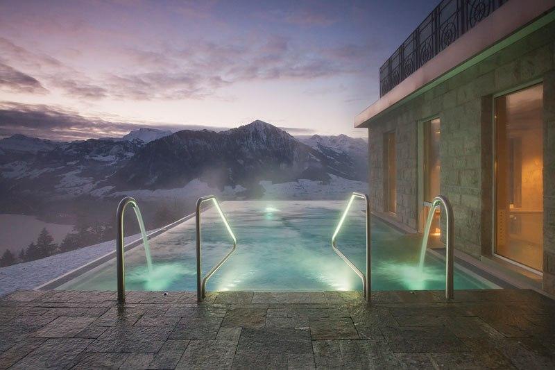 A piscina infinita nos alpes suíços onde seus sonhos dormem 05