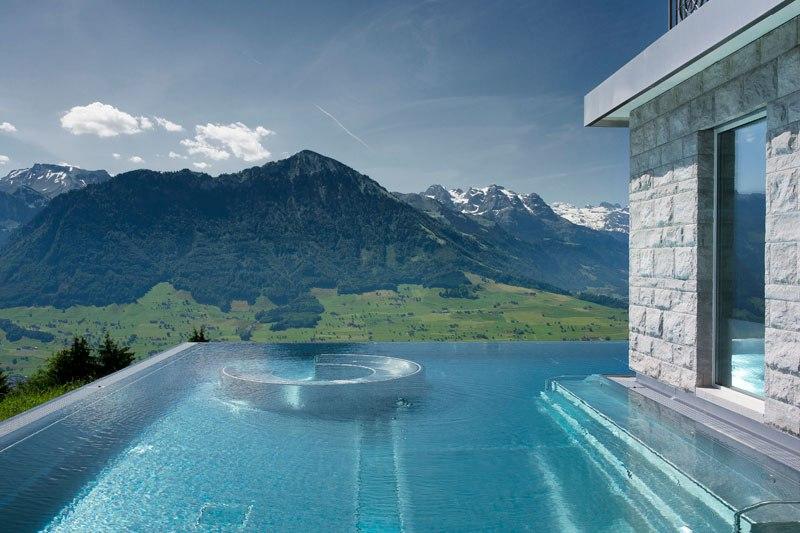 A piscina infinita nos alpes suíços onde seus sonhos dormem 10