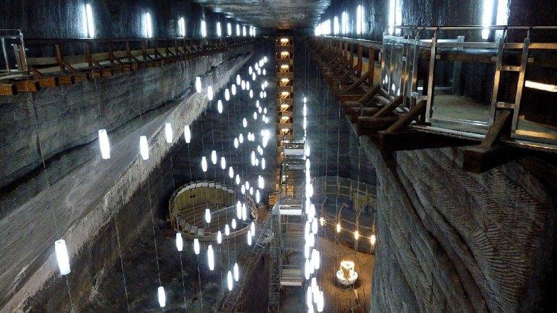 Mina de sal romena do século 17 é transformada em uma atração turística muito bacana 15