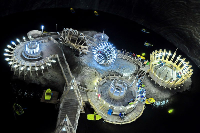 Mina de sal romena do século 17 é transformada em uma atração turística muito bacana 17