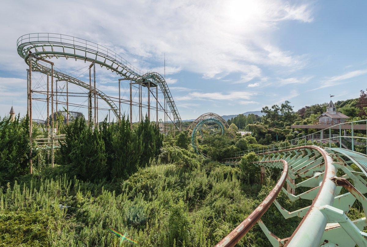 Estas fotos assombradas mostram um parque temático japonês abandonado que costumava parecer com a Disneylândia 03