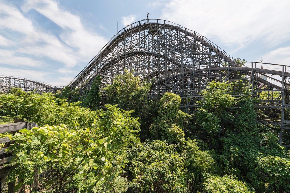 Estas fotos assombradas mostram um parque temático japonês abandonado que costumava parecer com a Disneylândia 05