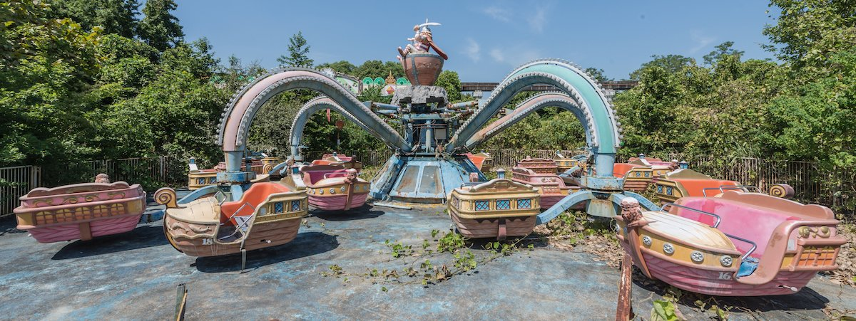 Estas fotos assombradas mostram um parque temático japonês abandonado que costumava parecer com a Disneylândia 06