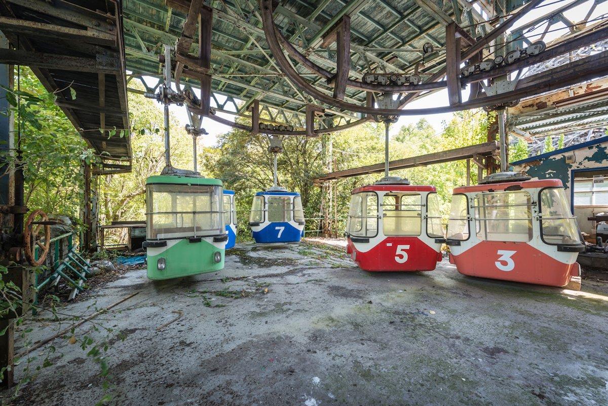 Estas fotos assombradas mostram um parque temático japonês abandonado que costumava parecer com a Disneylândia 09