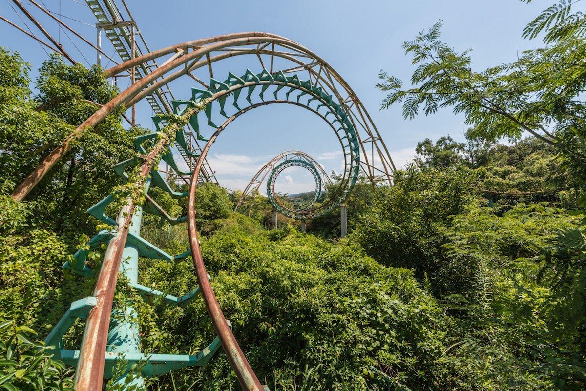 Estas fotos assombradas mostram um parque temático japonês abandonado que costumava parecer com a Disneylândia 10