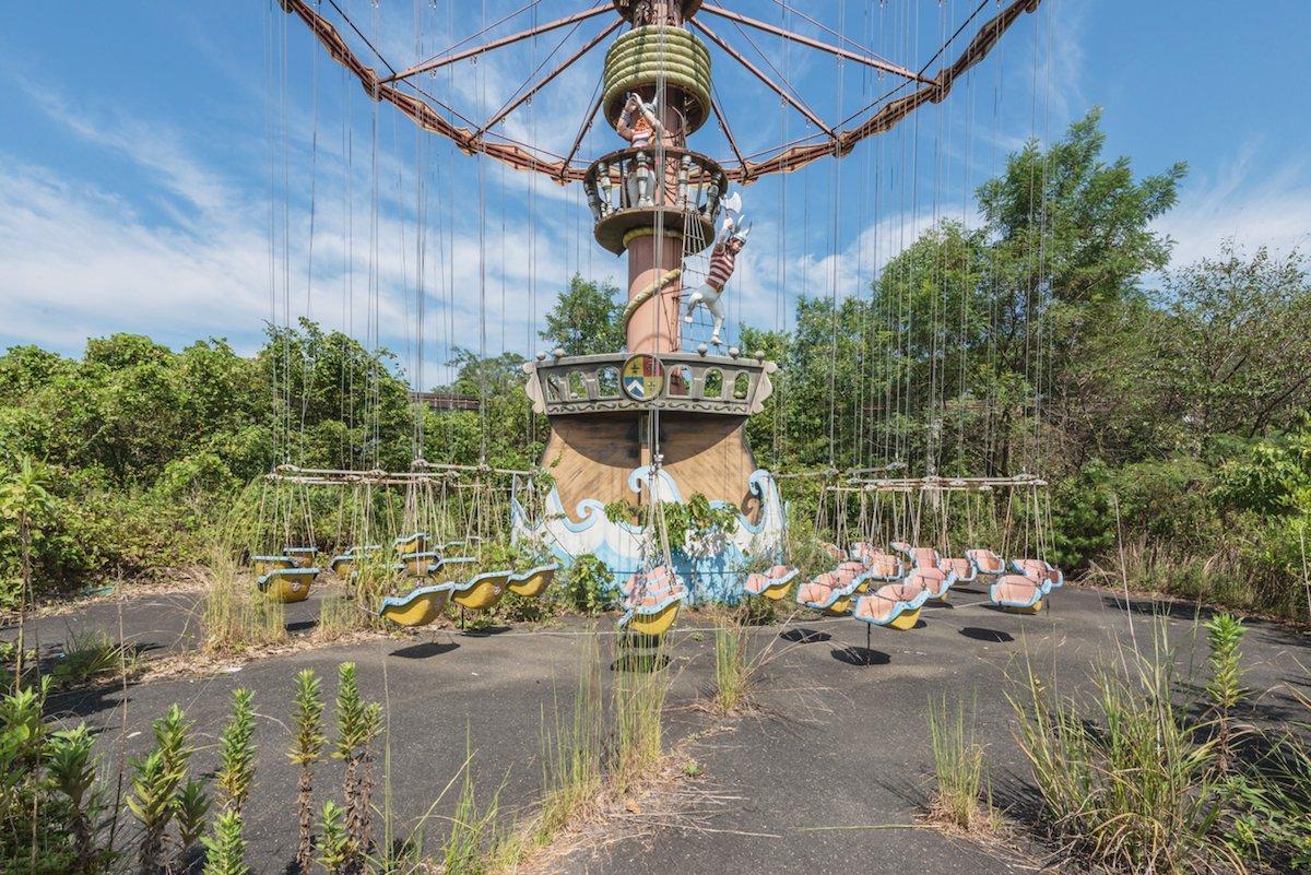 Estas fotos assombradas mostram um parque temático japonês abandonado que costumava parecer com a Disneylândia 11