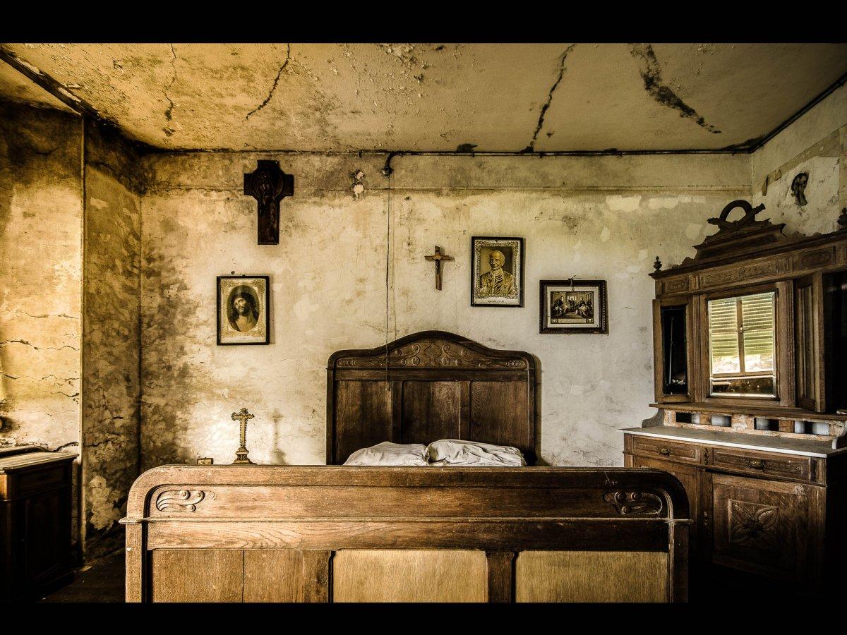 Fotógrafo capta ruínas decadentes da Europa em fotos assombrosas 01