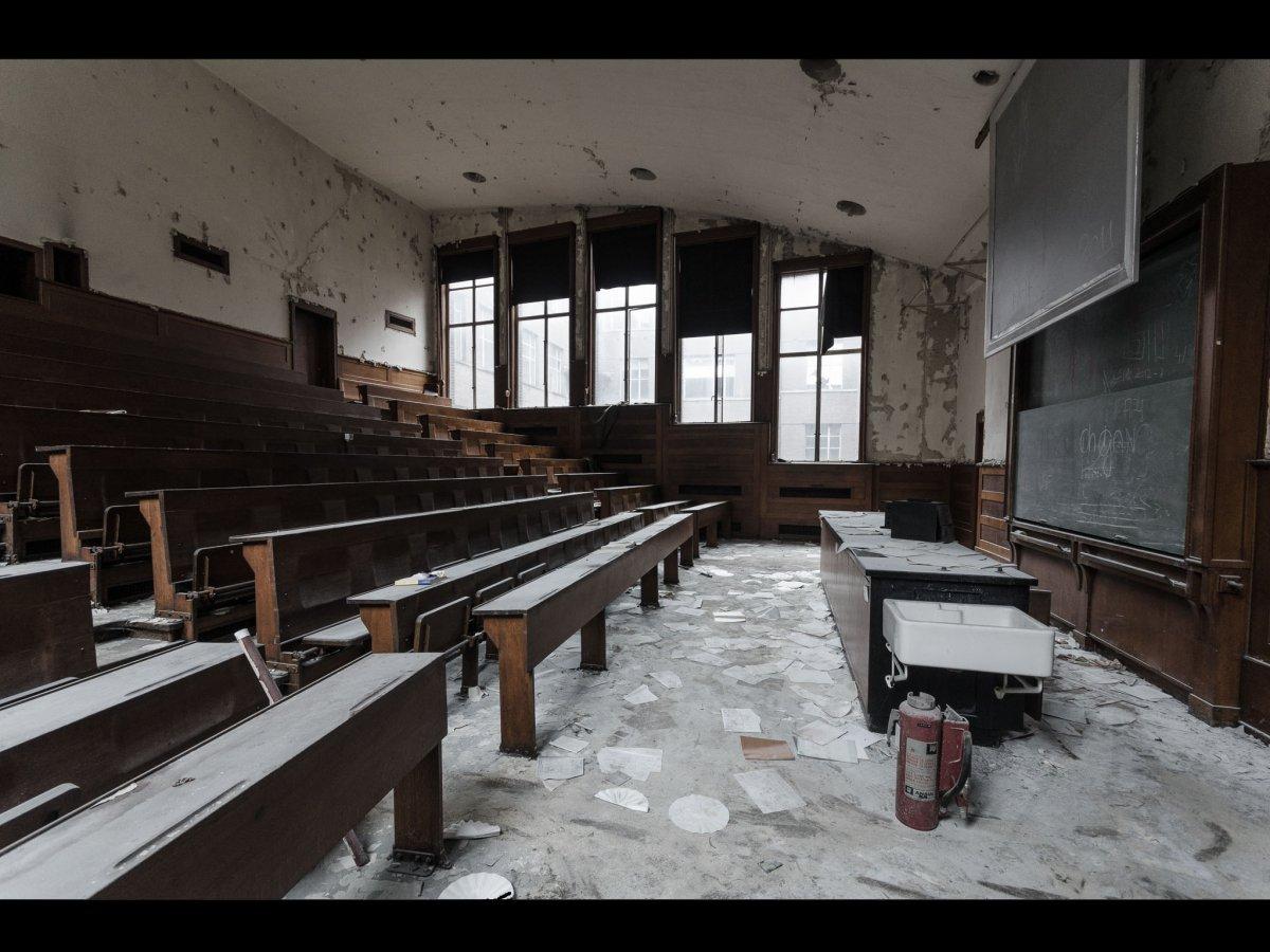 Fotógrafo capta ruínas decadentes da Europa em fotos assombrosas 02