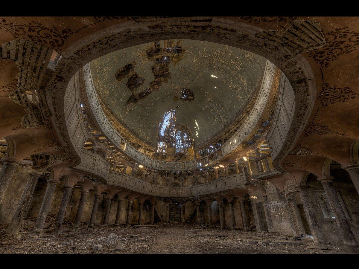Fotógrafo capta ruínas decadentes da Europa em fotos assombrosas