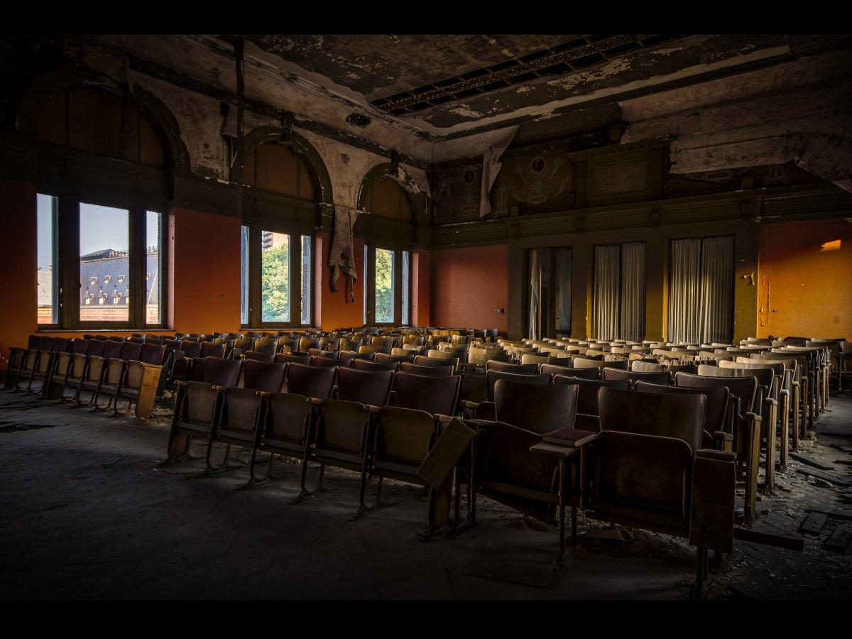 Fotógrafo capta ruínas decadentes da Europa em fotos assombrosas 14