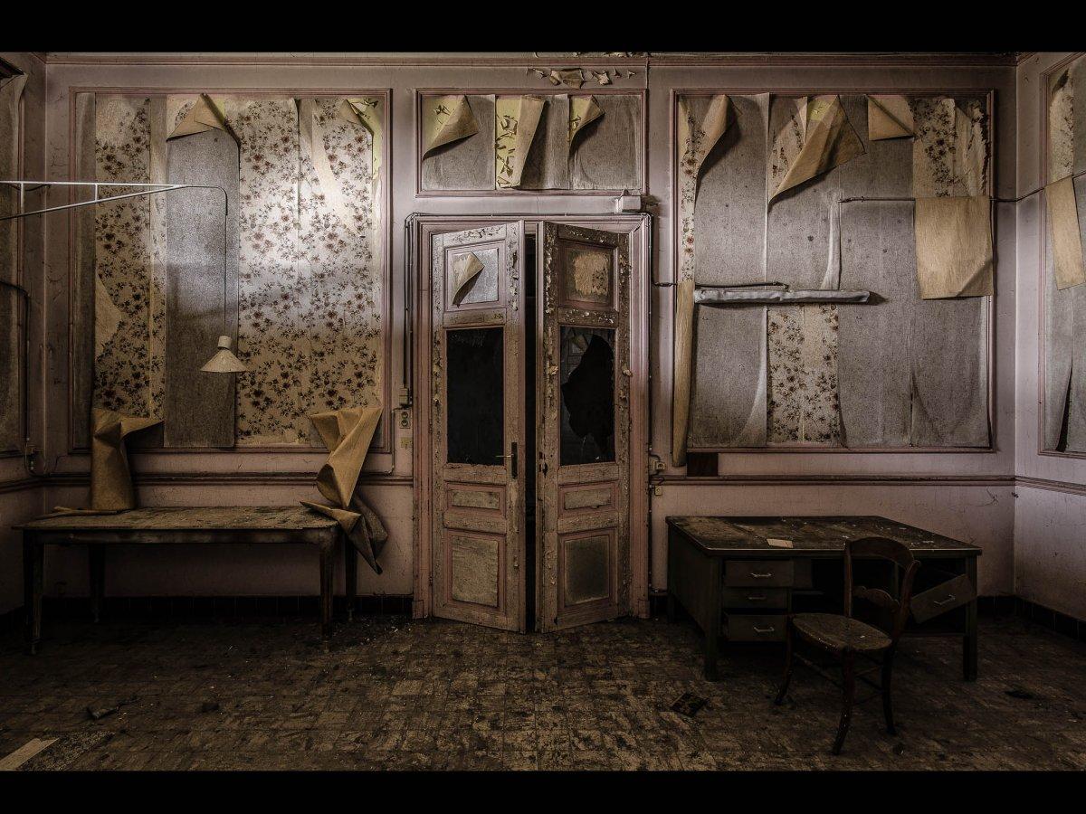 Fotógrafo capta ruínas decadentes da Europa em fotos assombrosas 18