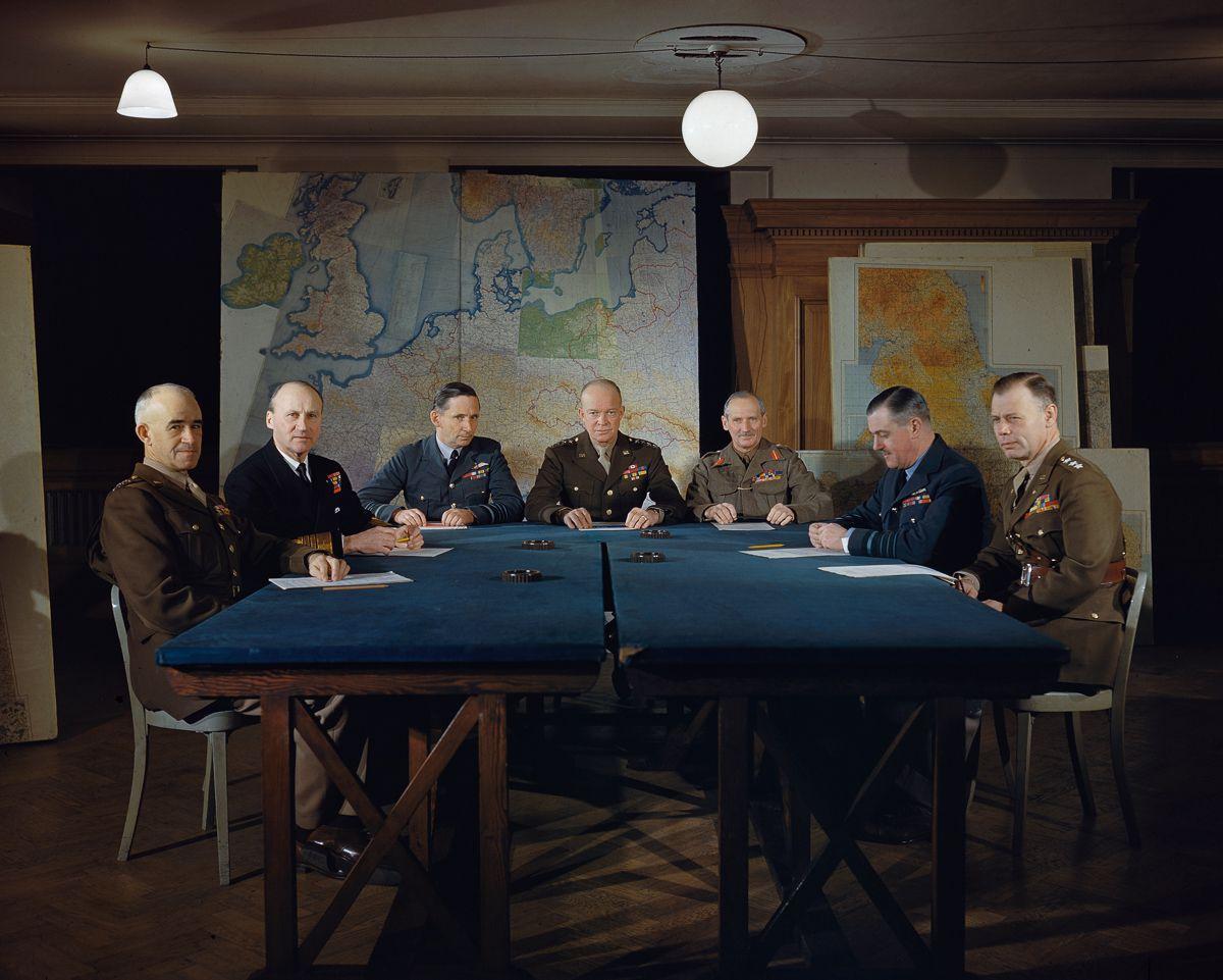 Raríssimas fotos da Segunda Guerra Mundial em cores brilhantes e imersivas 08