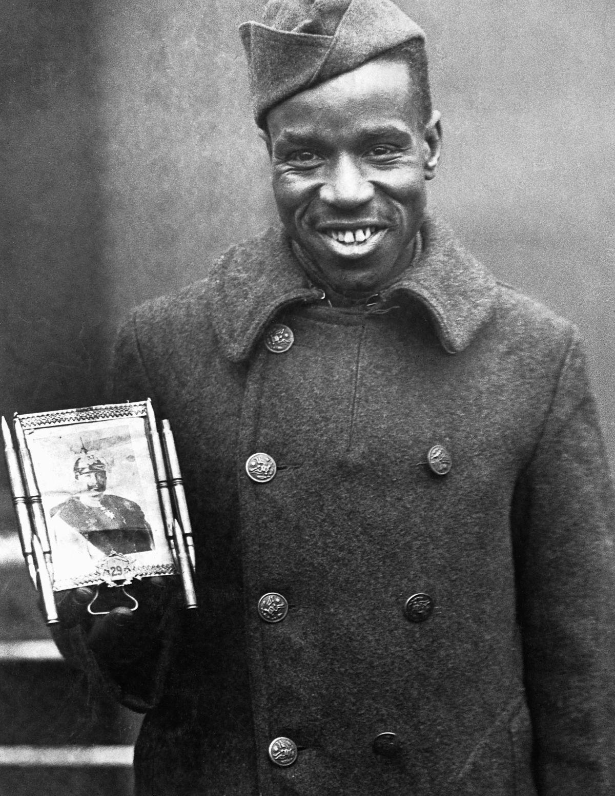O regimento todo formado por negros na primeira guerra conhecido pela bravura apesar do preconceito 07