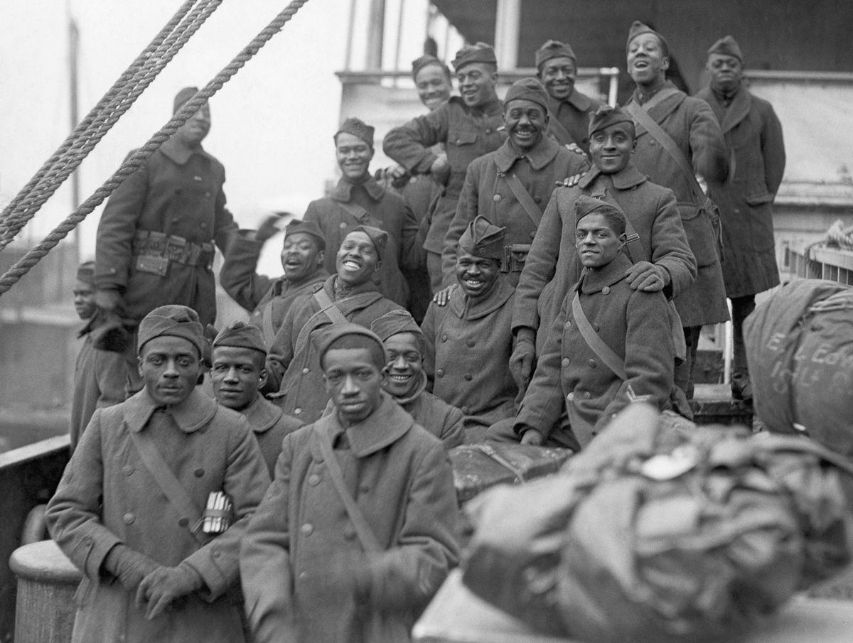 O regimento todo formado por negros na primeira guerra conhecido pela bravura apesar do preconceito 08