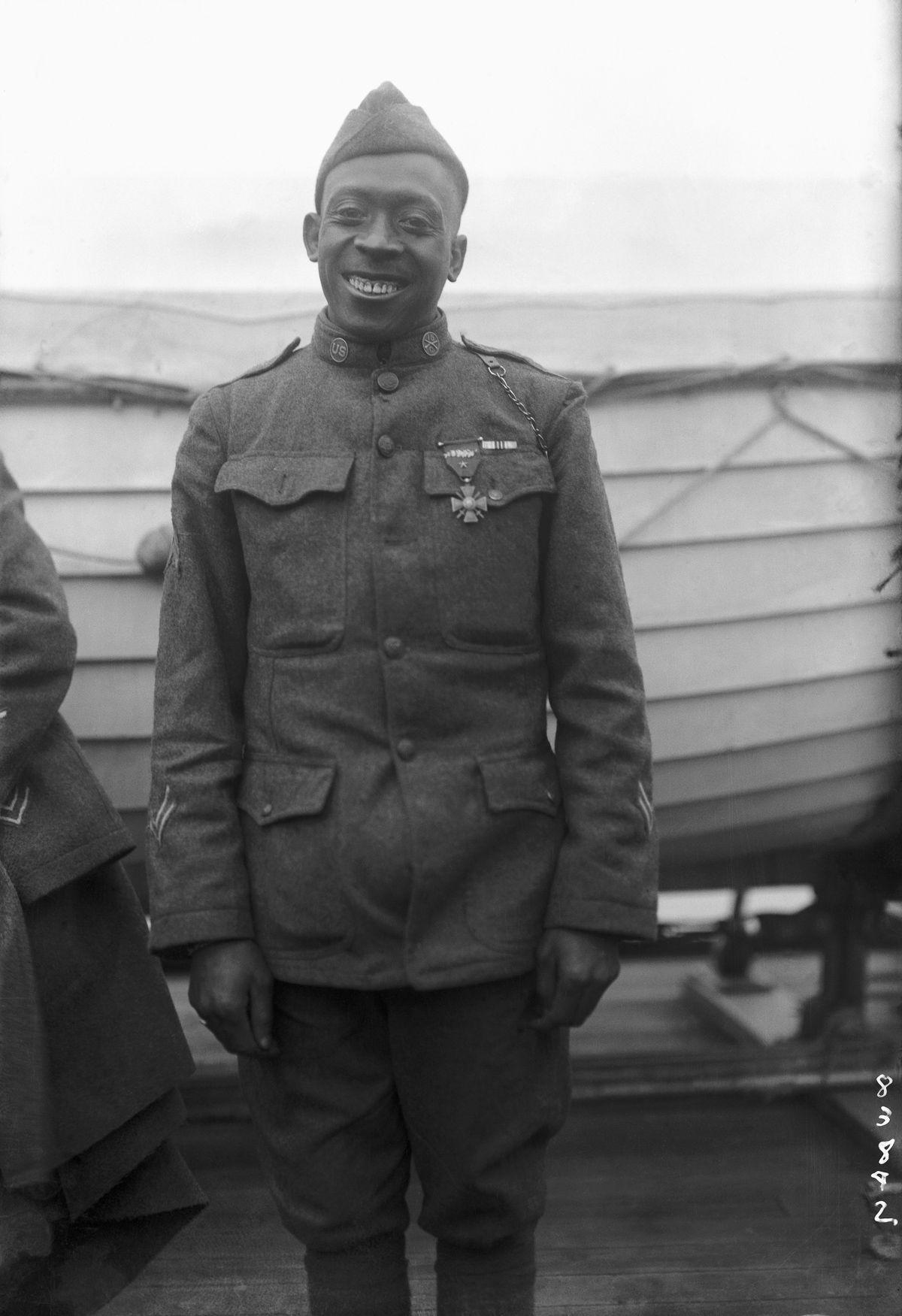 O regimento todo formado por negros na primeira guerra conhecido pela bravura apesar do preconceito 11