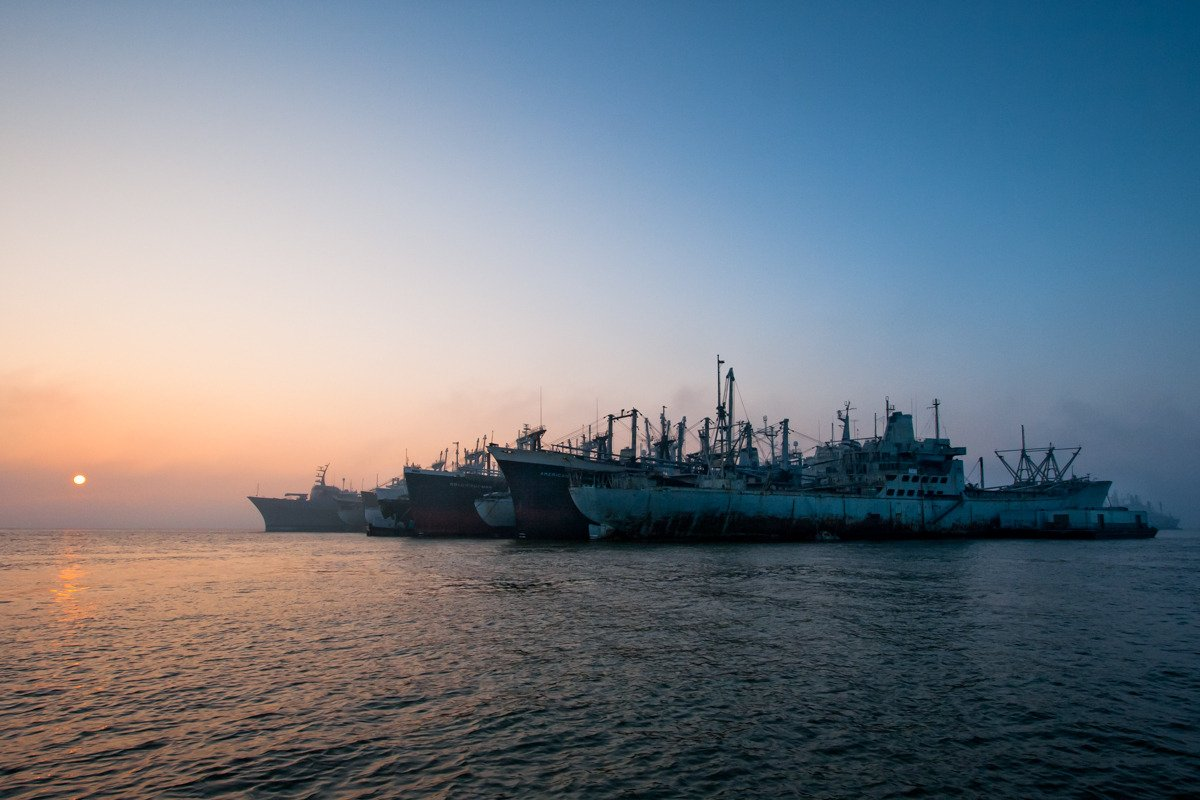 Suba a bordo de uma frota de navios militares fantasmas enferrujando na costa de San Francisco 01