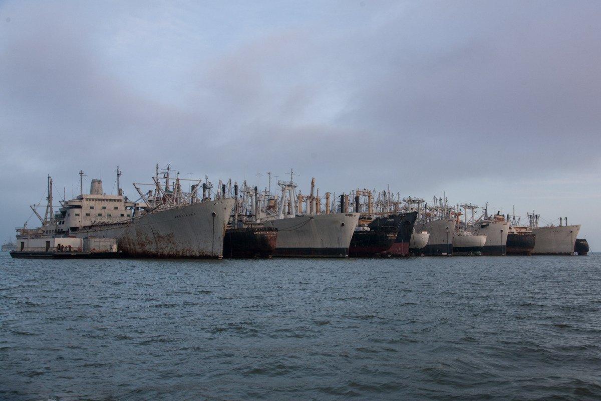 Suba a bordo de uma frota de navios militares fantasmas enferrujando na costa de San Francisco 02